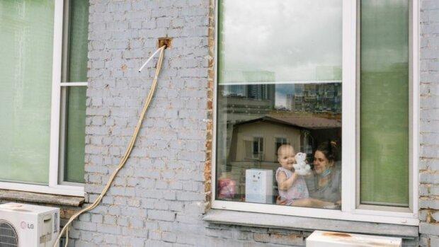 """Рак вкрав дитинство у маленького янголятка, дивиться у вікно і хоче до дітей - """"Врятуйте Софію"""""""