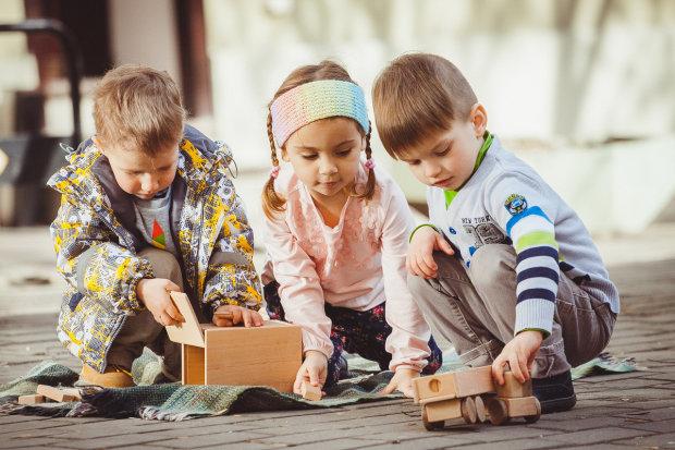 """Маленькі """"чомучки"""", бешкетники та веселуни: найкумедніші витівки дітей у фото"""
