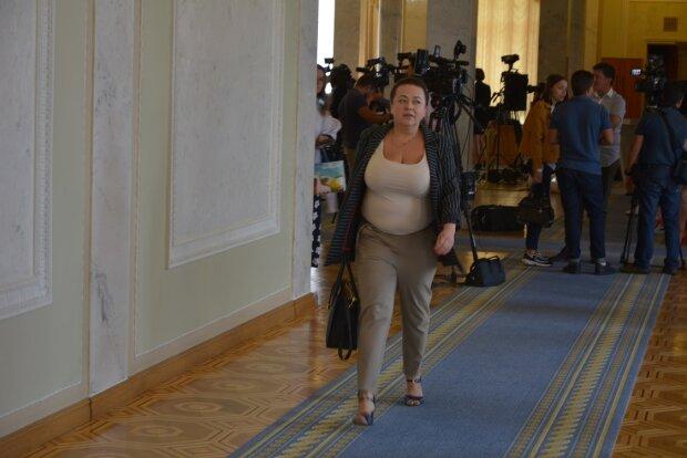 Іміджмейкер про Олену Криворучкіну: Такі шикарні груди потрібно підкреслювати, а не випинати