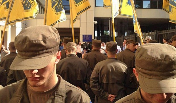 «Азов» взял в осаду Налоговую службу