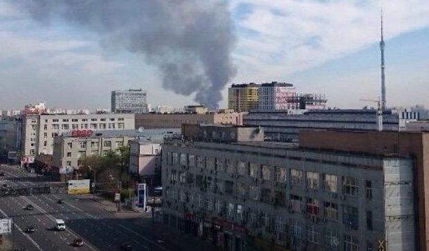 Пожежу на московській ВДНГ гасить вертоліт (відео)