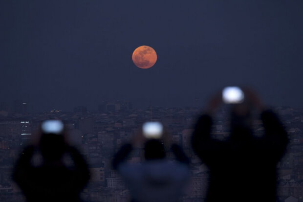 Місячне затемнення, фото: Getty Images