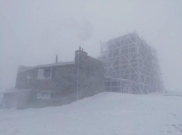 """Карпати скували люті морози зі снігом, рятувальники б'ють на сполох: """"Нічого не видно"""""""