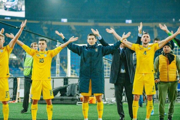 У мережі показали найкраще виконання гімну України перед матчем з Литвою: DZIDZIO зробив неймовірне, відео