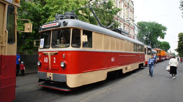 """Одесситка """"сбила"""" трамвай, горожане чешут затылки: подробности странного ЧП"""
