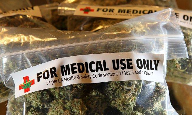 Травичка зеленіє: вчені пропонують лікувати хронічні болі марихуаною