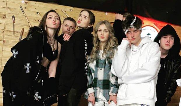 Маша Полякова с друзьями, фото с Instagram