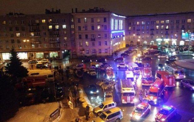 Головне за ніч: вибух у торговому центрі та ганьба Роскосмосу
