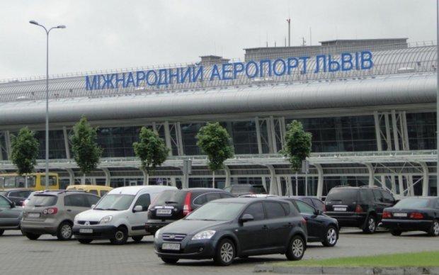 Прерванный полет: сотрудник авиакомпании наживался на клиентах