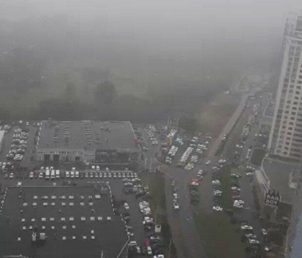 """В Киеве выпал """"снег"""" в конце июня - выгляньте в окно"""