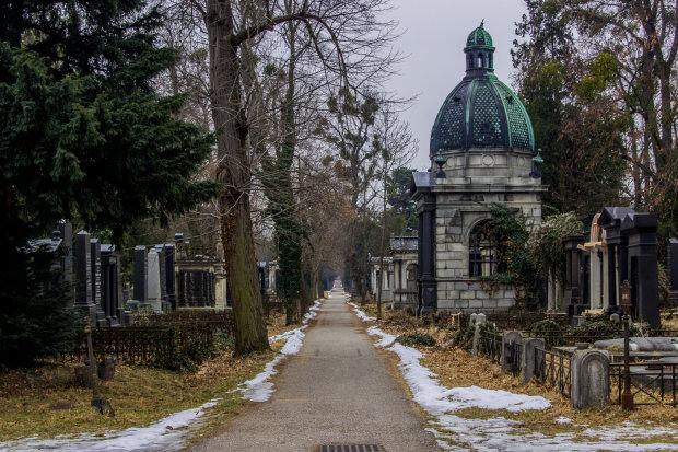 Новый похоронный мерч от Lego перевернет ваше сознание: детские могилы, крематорий и покойники