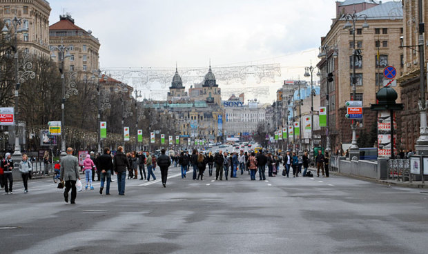 В Киеве голые экстремалы устроили забег в одних галстуках: девушки, держитесь, - видео 18+