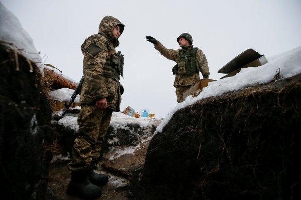 """Украинские военные встретили Новый год на Донбассе: танки, свист пуль и """"праздничная"""" наглость боевиков"""