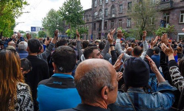 Кровь текла рекой, повсюду раздавались крики и вопли: в столице силовики убили более 40 человек во время протеста