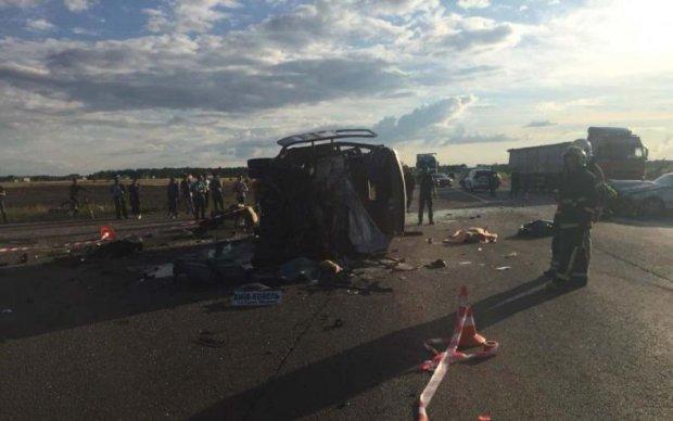 """""""Евробляха"""" не пропустила маршрутку, и дорога умылась кровью: четверо погибших, девять раненых"""