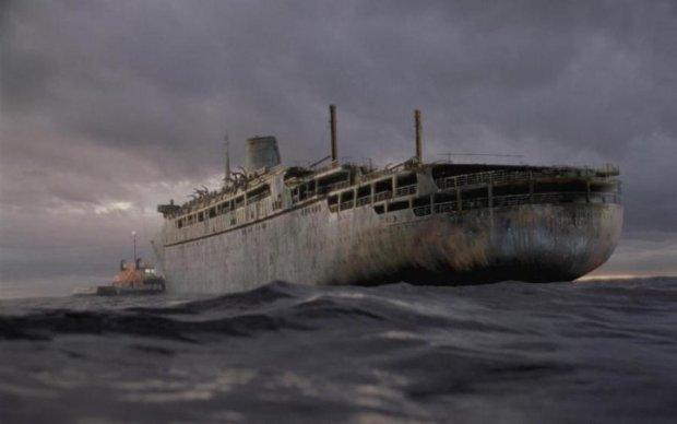 Крысиный ад: настоящий корабль-призрак прибило к берегам США