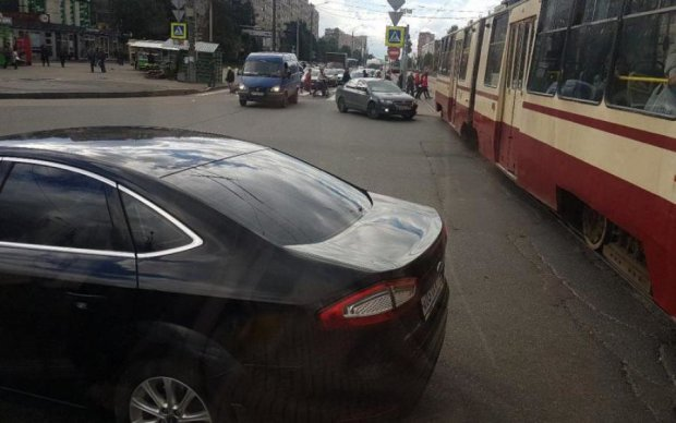 Тільки пішки: масштабна аварія паралізувала центр Києва