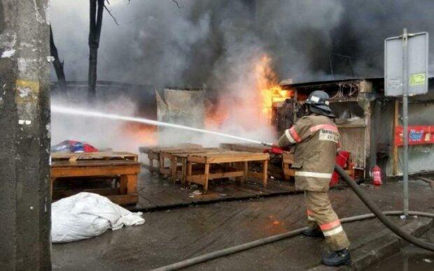 Полиция, скорая, спасатели: жуткий пожар поставил на уши столицу