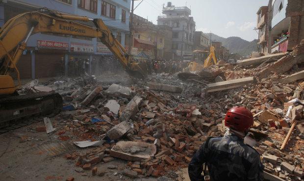 Кривава атака цунамі та землетрусу забрала десятки життів: перші кадри катастрофи
