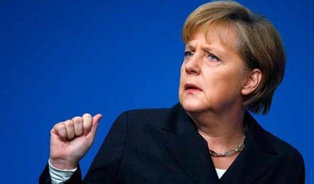 Меркель освистали в таборі для біженців (відео)