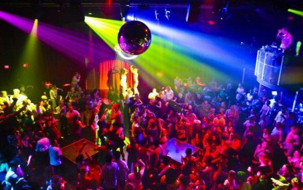 Українець зазирнув за лаштунки нічного клубу у Китаї. Побачене шокує