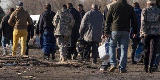 украинцы возвращаются из плена боевиков ОРДЛО, фото из свободных источников