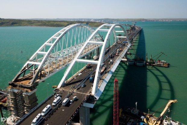 Крымский мост не удержался на соплях и путешествует морем: фото