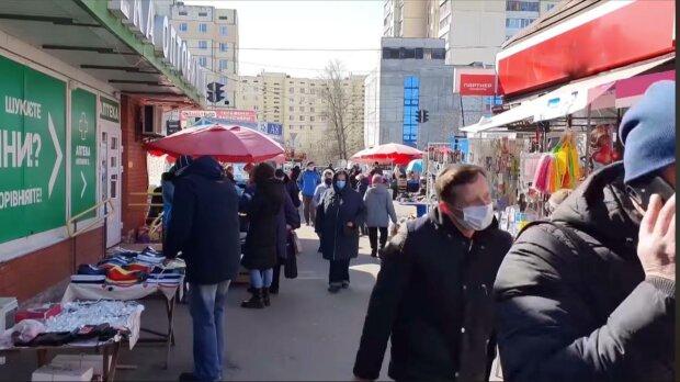 Перехожі, фото: скріншот з відео