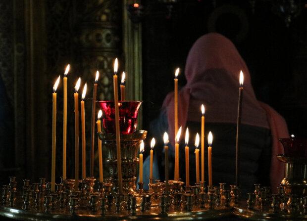 свечи в церкви, фото из свободных источников