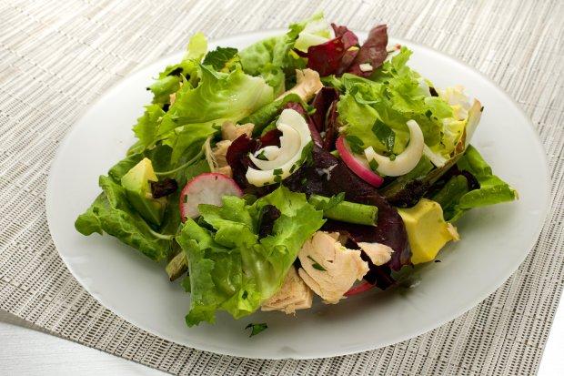 Салат из тунца и авокадо: быстрый и полезный рецепт