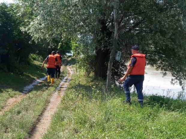 На Тернопільщині чоловіка проковтнула оскаженіла річка - рятувальники прочісують кожен метр