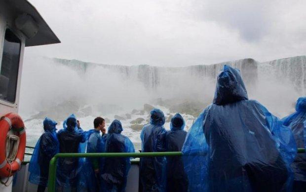 Туристам вдалося зняти НЛО бiля Ніагарського водоспаду