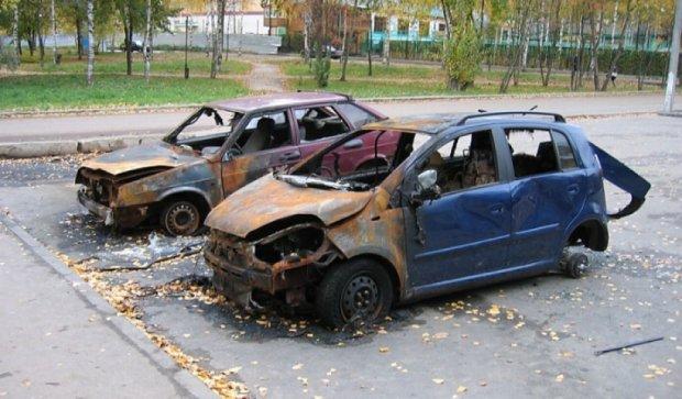 Из-за огня террористов в Авдеевке сгорела машина с людьми