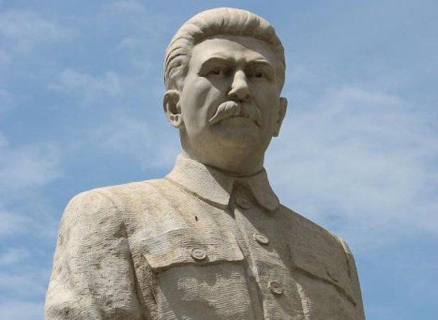 У Росії  встановлюють пам'ятники  Сталіну