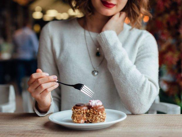 Киевлянка создала самый маленький десерт в истории Украины: невероятное видео