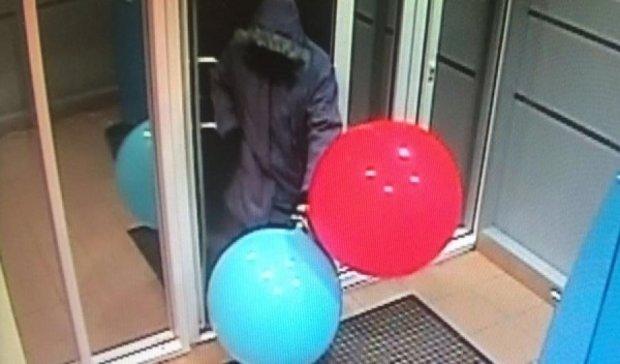 Россиянин взорвал банкомат воздушными шариками