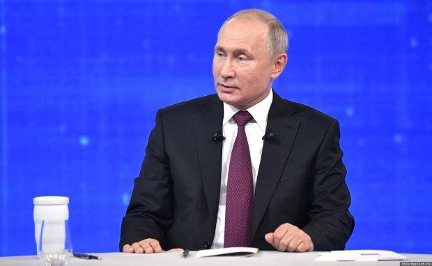 """Путин публично опозорился перед десятками тысяч, сеть в восторге: """"Задрал штаны, а там..."""""""