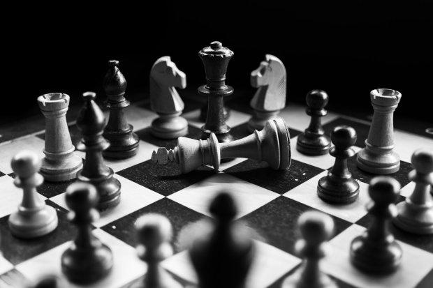Шах и мат, Продан СБУ: получила переписку бывшего фискала, перебежчика выдала собственная неграмотность