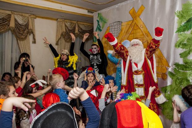 Відомий актор в костюмі Діда Мороза помер на очах у дітей: свято закінчено