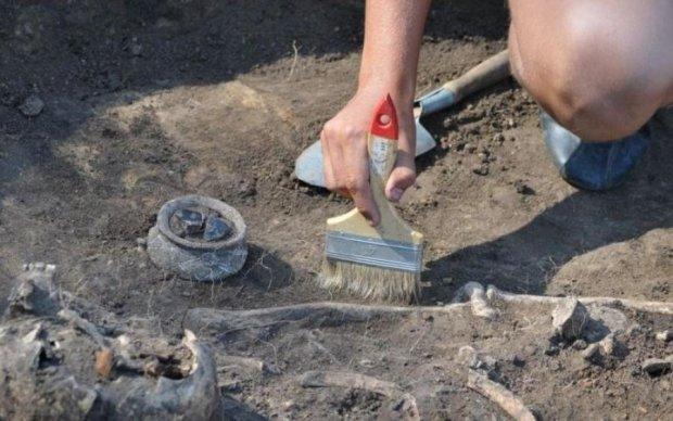 Жуткие ритуалы: археологи раскопали захоронение 140 детей
