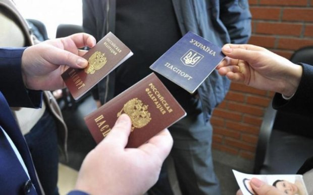 Стало відомо, скільки українців рвонули по паспорти до окупантів