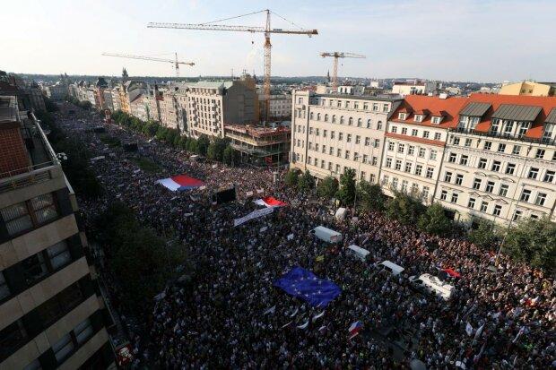 Столицю сколихнула наймасовіша за останні 30 років акція протесту: чого вимагають сотні тисяч мешканців