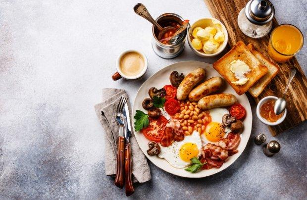 Чим харчуватися у подорожі: 5 простих сніданків, які з легкістю можна приготувати на кухні хостелу