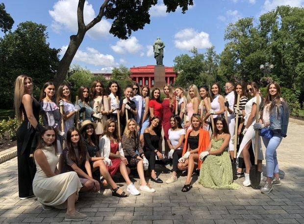 """Конкурс красоты """"Мисс Украина"""" посадил свою аллею: очаровательные участницы сделали этот мир немного лучше"""