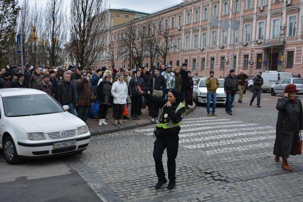 На площади дежурило более тысячи полицейских