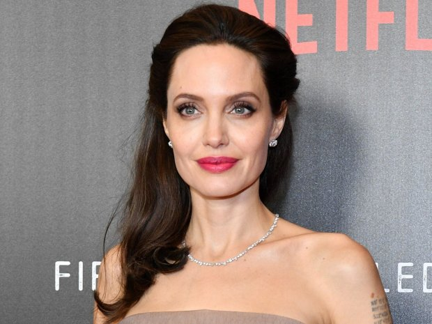 Анджелину Джоли заметили в необычном сопровождении: появилась на премьере фильма