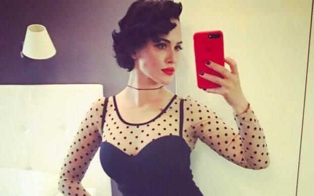 Астаф'єва подражнила фанатів оголеними грудьми