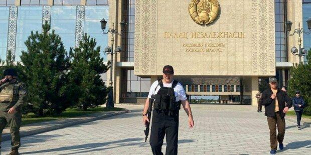 Александр Лукашенко с автоматом в руках, фото: РИА Новости