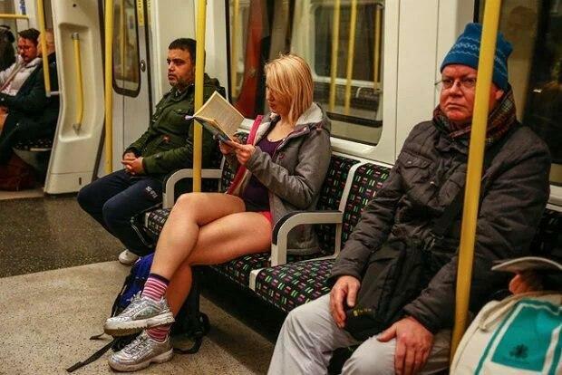 """У метро без штанів: столицю захопив """"голий Апокаліпсис"""", фото безладу"""