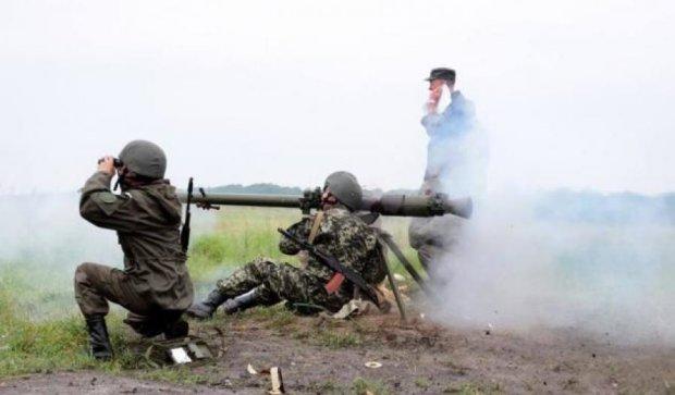Нацгвардейцы показали, как стреляют из гранатометов и танков (видео)